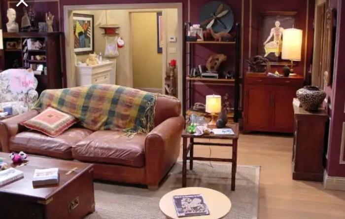 Ross Geller living room decor and ideas